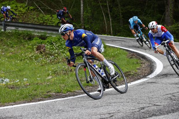 """Remco Evenepoel quitte le Giro: """"Ça n'a pas beaucoup de sens de continuer avec cette douleur"""""""