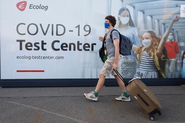 Un test négatif exigé pour les voyages aux États-Unis et en Irlande