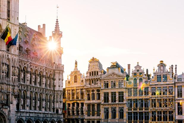 """""""Cimetière de vestes blanches de cuisiniers"""": action choc de l'Horeca sur la Grand-Place de Bruxelles"""