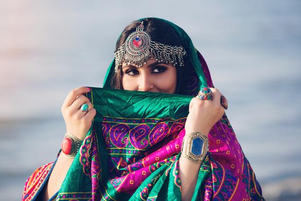 """""""Notre mode ne se résume pas à la burka bleue"""": trois Afghans évoquent l'influence des talibans sur la mode de leur pays"""
