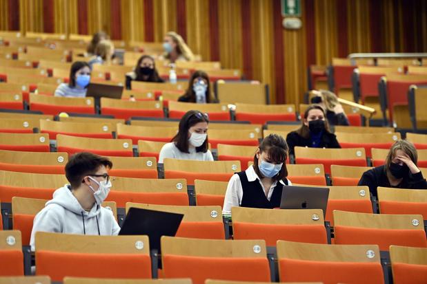 """Les universités francophones veulent """"mettre fin à une concurrence insensée"""""""