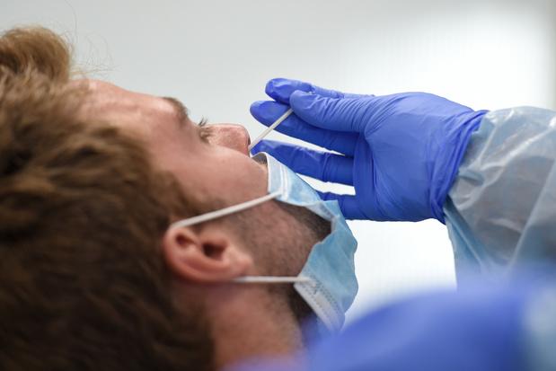 Nouvelles contaminations en baisse: 438 en moyenne par jour