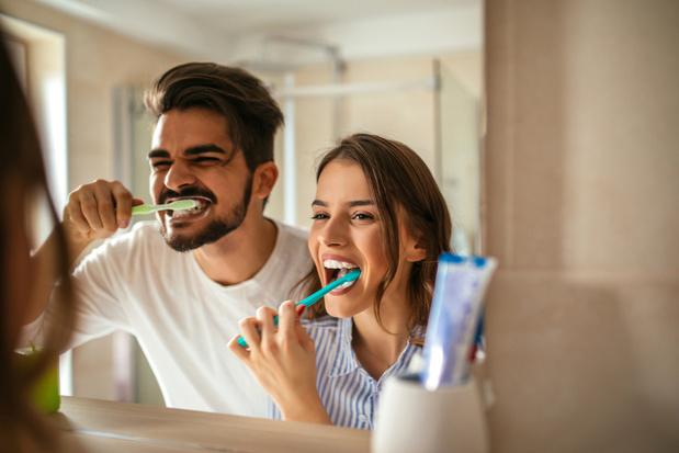 Goed de tanden poetsen zou het risico op maag- en slokdarmkanker verkleinen