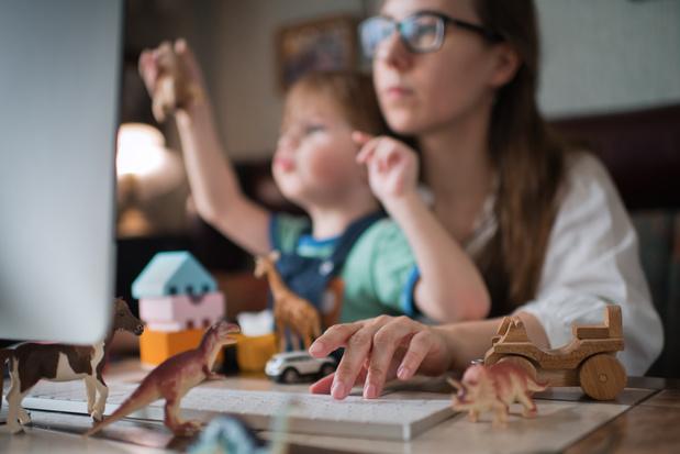 Jonge moeders doen dubbel zoveel toegevingen voor goede balans werk en gezin