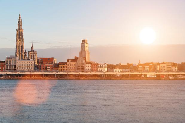 Wrangler en de haven van Antwerpen maken de Scheldeoever plasticvrij op World Oceans Day
