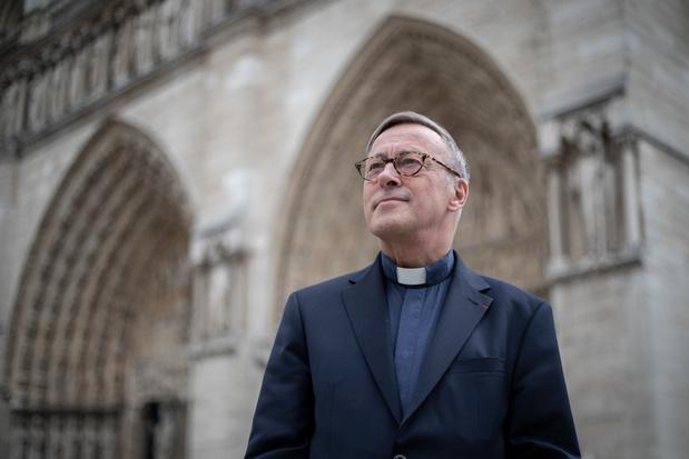 """Notre-Dame de Paris: Mgr Chauvet, """"boss et pasteur"""" au chevet de sa cathédrale"""