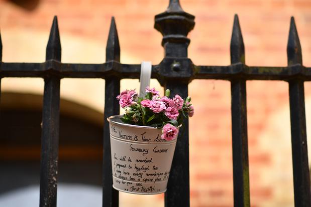"""La piste """"terroriste"""" retenue dans une attaque au couteau qui a fait trois morts près de Londres"""