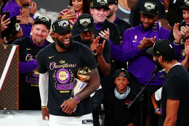 Le souvenir de Kobe, le sacre du roi LeBron: mission accomplie pour les Lakers
