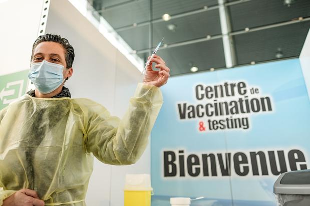 Vaccin anti-Covid: certaines communes belges à la traîne (infographie)