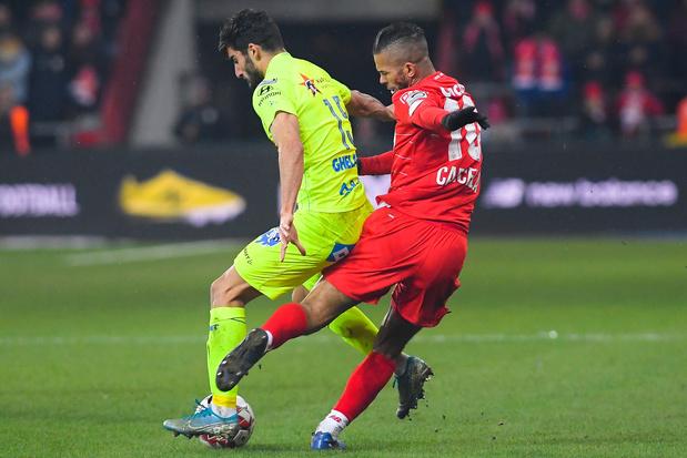 Carcela méritait-il la rouge contre Gand? (vidéo)
