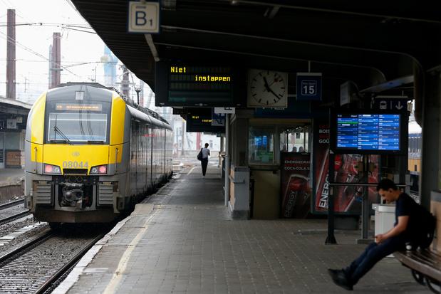 Le train de la SNCB avec un tag en hommage à George Floyd a été nettoyé
