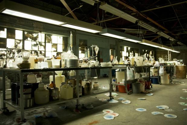 Vuurwapens en chemisch afval gevonden in groot drugslab in zuiden van Nederland