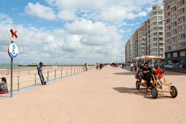 Vélos et cuistax interdits sur la digue d'Ostende lors des pics de fréquentation