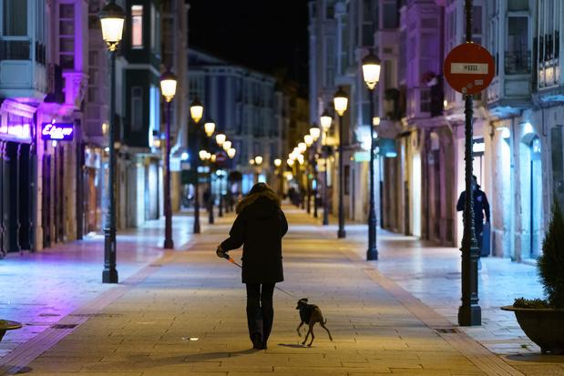 Couvre-feu en Espagne, record de contaminations aux Etats-Unis — Coronavirus