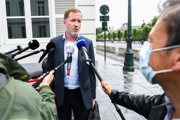 """Un """"gouvernement à majorité relative"""" proposé par les socialistes, la nouvelle trouvaille belge qui divise (analyse)"""