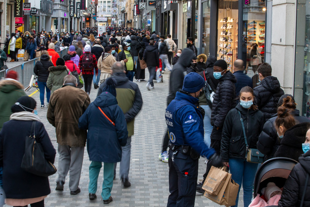 Bruxelles: forte affluence rue Neuve et chaussée d'Ixelles ce samedi
