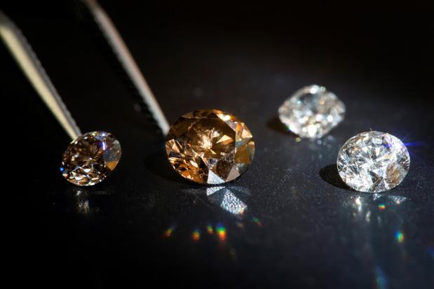 """Les diamants qui """"poussent"""" en laboratoire, le futur de la joaillerie? (En images)"""