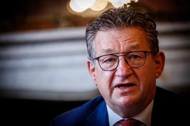 Le bourgmestre de Bruges Dirk De fauw a été poignardé