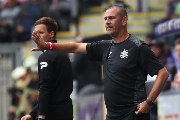 Simon Davies verlaat Anderlecht om persoonlijke redenen