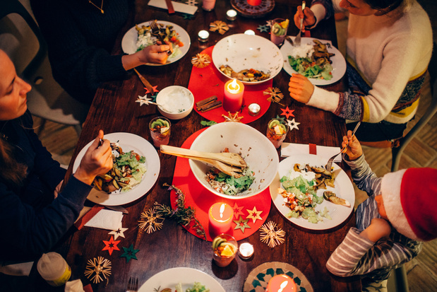 Aan tafel! Feestmalen die je kookt en eet tegelijkertijd