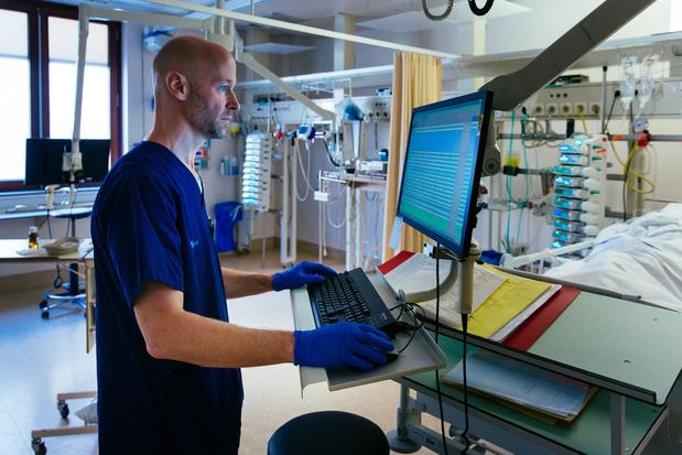 Transfusion de plasma de patients guéris du coronavirus: des résultats encourageants en Belgique