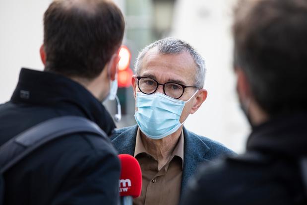 La fin du masque dans l'espace public? Pas encore pour tout de suite, selon Frank Vandenbroucke