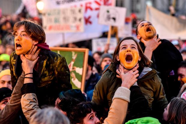 A Bruxelles, 1.200 personnes participent à la manifestation du personnel de la VRT