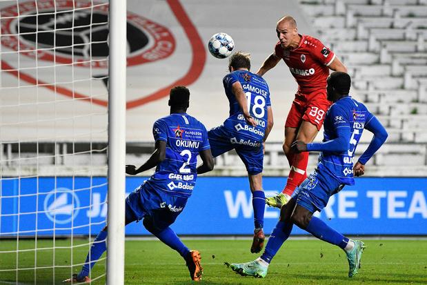 Antwerp aan de leiding na zege tegen tienkoppig Gent: 1-0