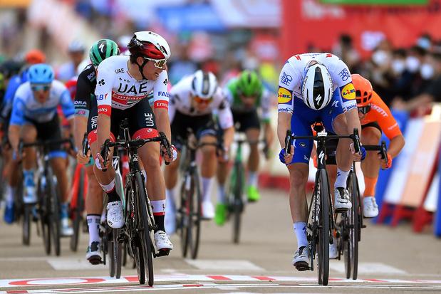 Vuelta: Sam Bennett klopt Jasper Philipsen op de meet