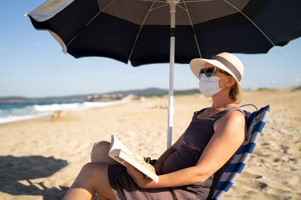 Oublié le bronzage ridicule, l'Espagne n'imposera pas le masque à la plage