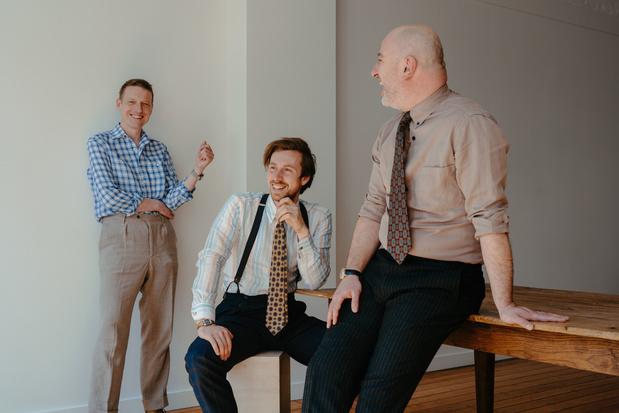 Muzikant Bent Van Looy en Belgisch tailormerk Schaap brengen mannencollectie uit met stofoverschotten