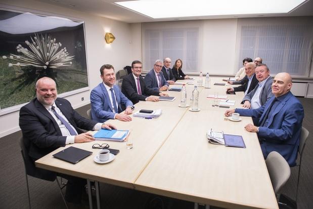 Le Groupe des Dix élabore un plan d'action global face à la crise