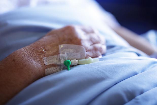 Ziekenhuizen onderzoeken covid-therapie met plasma