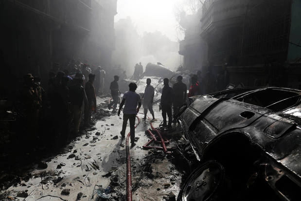 Un Airbus A320 s'écrase à Karachi, au moins 40 morts — Pakistan