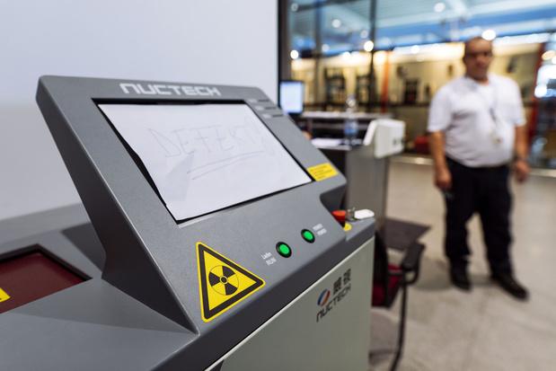 Inquiétude croissante en Belgique envers des scanners chinois utilisés dans les aéroports