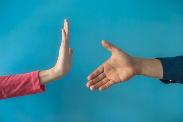 Comment réagir face à un proche qui ne respecte pas les règles de distanciation ?