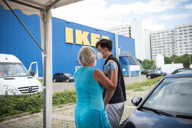 Se faire vacciner en faisant ses courses, ce sera possible chez Ikea, Action, Primark et Carrefour