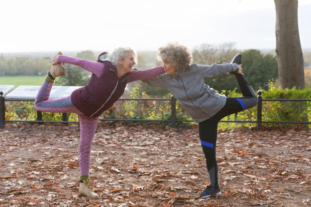 Evenwichtsoefeningen en spierversterkende oefeningen om herhaald vallen te voorkomen