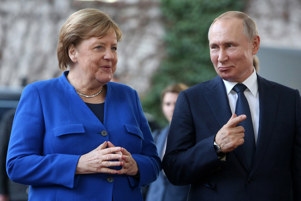 Poetin en Merkel bespreken escalatie in oosten Oekraïne