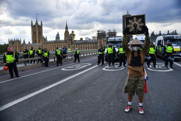 Rellen in Londen en Parijs bij antiracismebetogingen