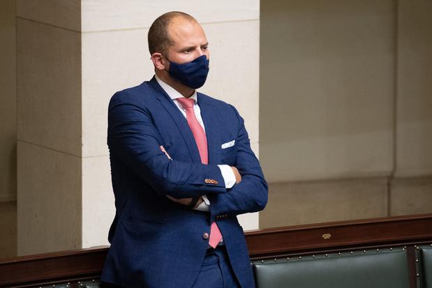 Theo Francken tijdelijk geweerd uit geheime Kamercommissies en deel van wedde kwijt na tweet met gevoelige info
