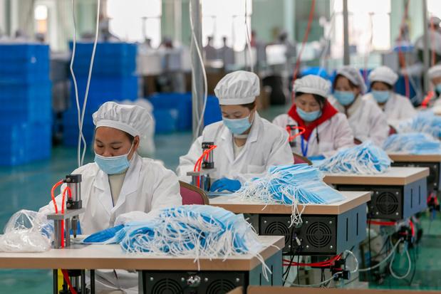 En Chine, les fabricants de masques font grise mine