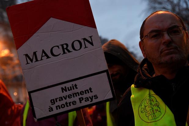 """Réforme des retraites en France: Macron """"disposé à améliorer"""" le projet"""