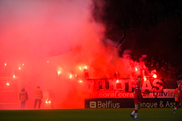 Amende de 3.000 euros pour Charleroi après l'usage de fumigènes face au Standard