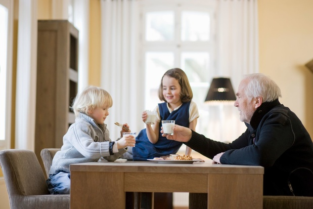 Ce qu'il faut faire (ou pas) pour un dîner réussi avec les petits-enfants