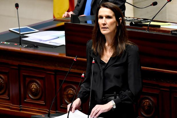 """Sophie Wilmès a reçu la confiance de la Chambre: """"Je suis consciente de mes responsabilités"""""""