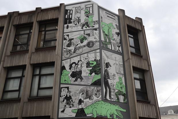 """Une fresque """"Les Crocodiles"""" s'élève au coeur de Bruxelles contre le harcèlement de rue"""