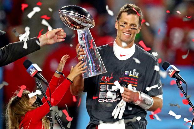 Super Bowl-ster Tom Brady (43) doet er nog minstens een jaar bij