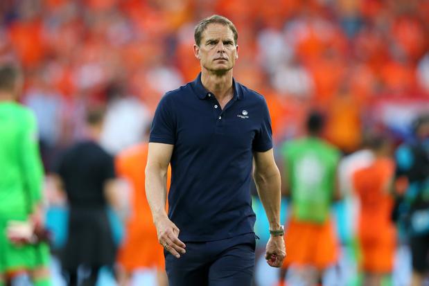 Nederlandse voetbalbond buigt zich over lot bondscoach De Boer: mag hij blijven?