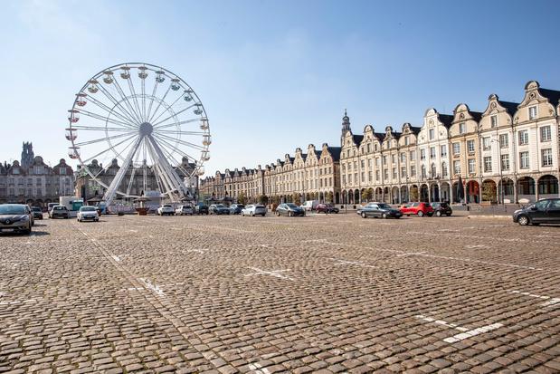 Début des vacances confinées en France, l'espoir de freiner la troisième vague se dessine